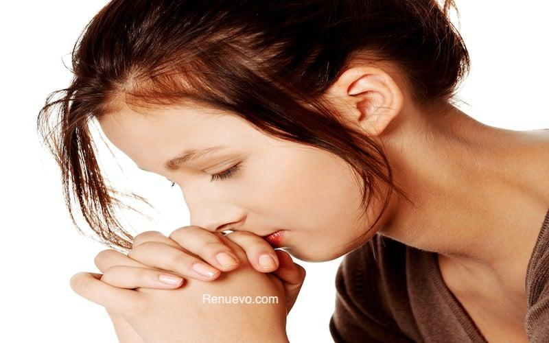 Pretty girl praying. @ piotr_marcinski